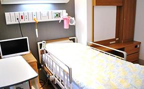 桜ヶ丘中央病院病室