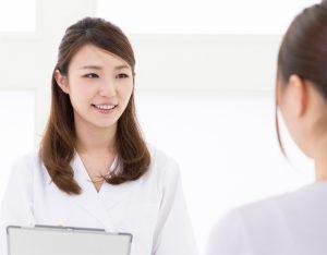 女性医師の年間賞与の相場は?転職で年収&QOLアップした例も。