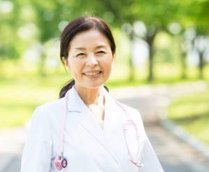 女性医師の平均年収は年々上昇傾向?一緒に見なおししてみましょう